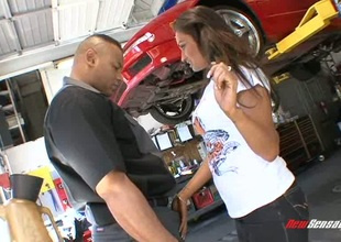 On tap the mechanic this babe pays her bill with some sweet fur pie