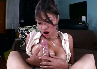 With bubbly bottom just needs her overwhelming sexual desire to be fulfilled after tugjob