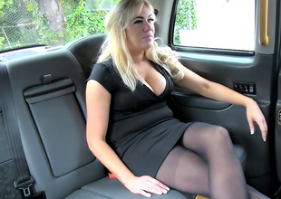 Creampie surprise pays taxi nourishment