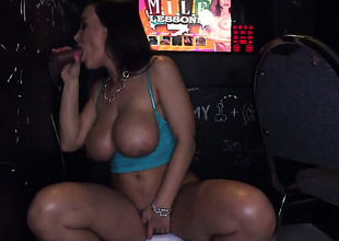 Lisa Ann can't live without giving blowjob
