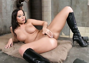 Brunette hair Cindy Dollar is ready to pose exposed and masturbate from dusk till dawn