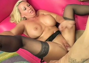 Comme ci cougar Joanna seduces a young guy and has him fucking her vagina