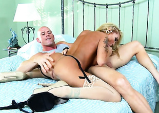 With juicy boobs is a slut who knows what to do with Johnny Sins s erection