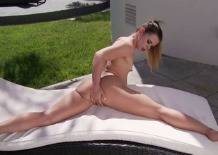 Flexible all unexcelled brunette hair girlie enjoys fingerfucking her twat outdoors