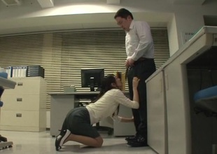 Japanese office girl swallows Mouthful cum after giving lusty blowjob