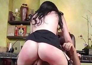 Brazzers - Bella Maree sucks cock at work