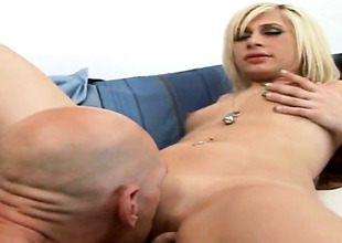 Blonde finds her mouth filled with dudes sturdy schlong