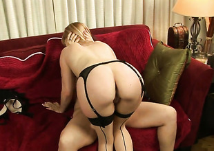 Sarah Blake and Lexi Belle stretch each others muff pie with desire