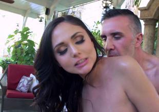 Fucking slutty body massaging babe Ariana Marie