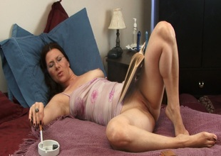 Hawt MILF plays with dildo in her hawt pussy and smokes