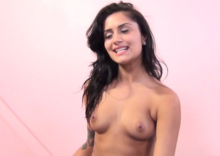 Alluring brunette hussy Giselle Mari gets fantastic pussy put to rout