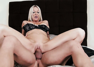 Emma Starr and hard cocked guy Johnny Castle do wild things
