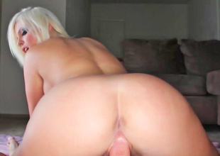 Britney Amber likes to fuck and she likes to engulf
