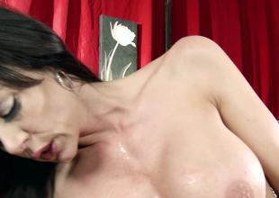 Escort beauty Kendra Lust satisfies another customer