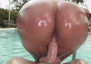 Reverse cowgirl in the pool with a fat ass Latina chick
